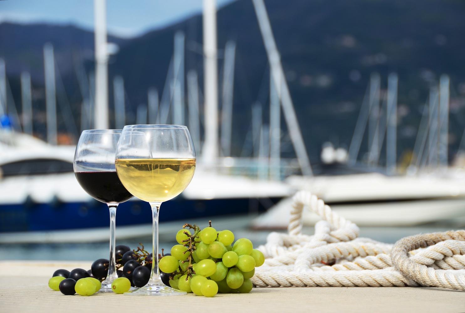 cata de vinos en velero